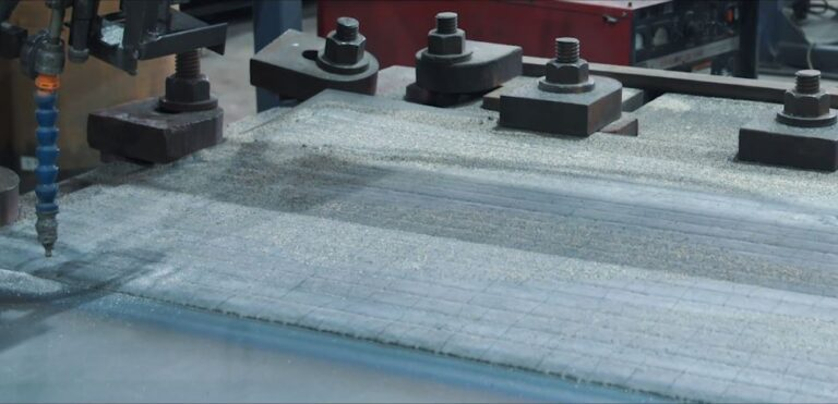 How is chromium carbide overlay steel made, how clif-clad overlay plate is made